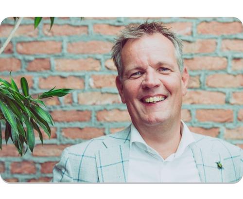 Cees van der Meij, in Rijnsburg. Hij is de initiatiefnemer en inspirator van Herberg Thuis