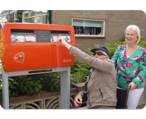 Glimlachende vrouwelijke Buddie van Herberg Thuis, prettig thuiswonen in Katwijk, Rijnsburg en Valkenburg